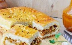 Быстрый пирог с мясным фаршем и капустой в духовке