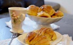 Дрожжевые булочки с яблоками в духовке