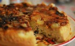 Пирог с яблоками в мультиварке из теста на кефире