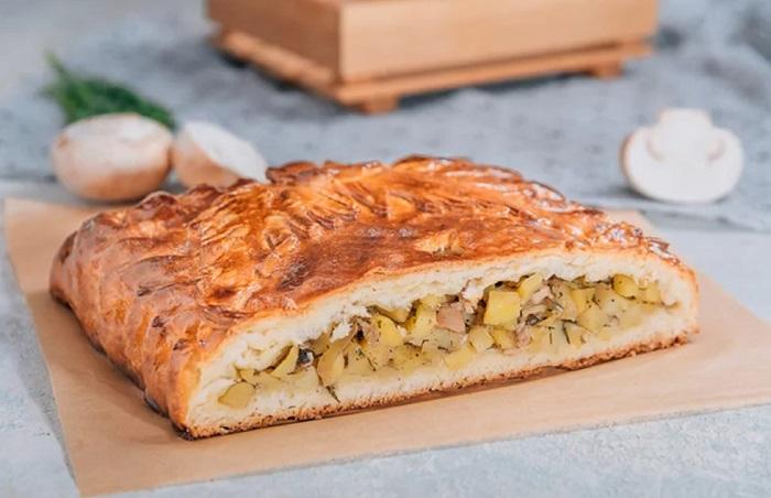 Дрожжевой пирог с курицей и картошкой