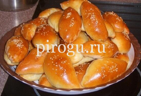 Пирожки с капустой и яйцом из дрожжевого теста в духовке