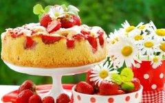 Быстрый манник на кефире с ягодами