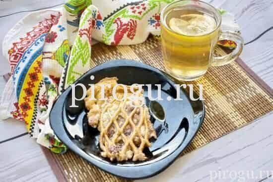Дрожжевой пирог с творогом и клубничным вареньем на скорую руку в духовке