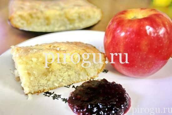 Яблочный манник на кефире в духовке