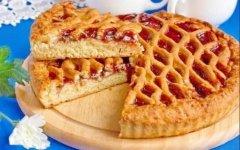 Простой пирог со сливами в духовке