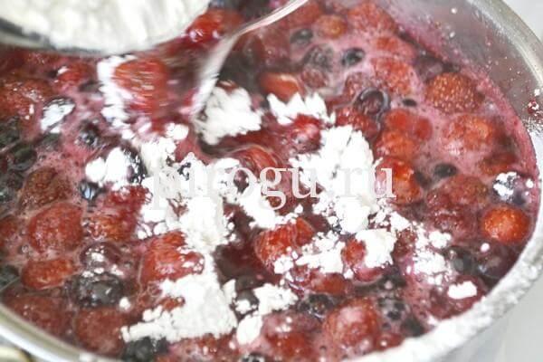Ягоды в сахаре для булочек