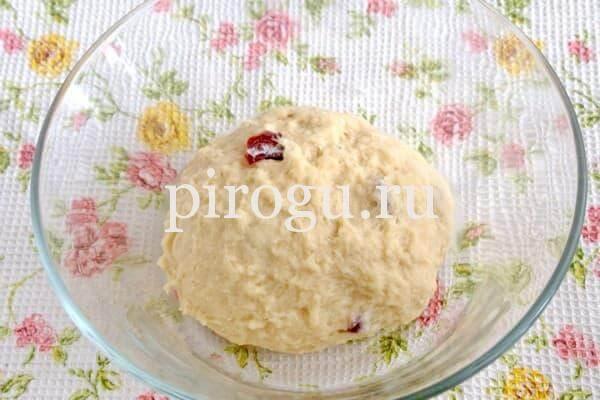 Пасхальный кулич в духовке с вишней
