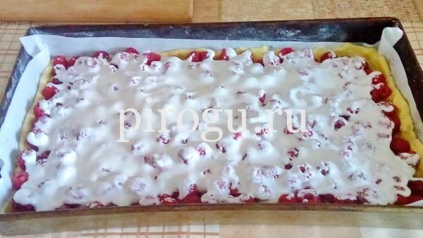 Пирог ягодный с малиной
