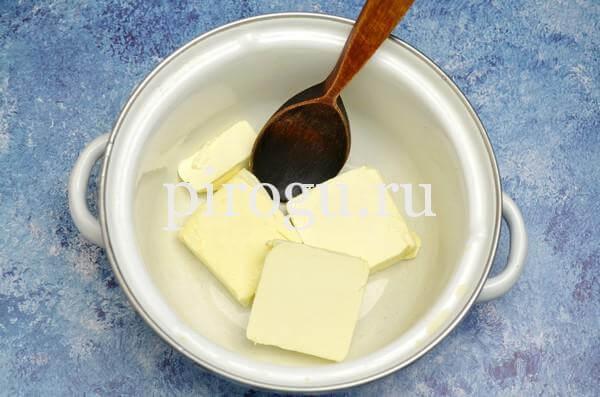 Кулич с шоколадной глазурью: быстрое тесто на маргарине