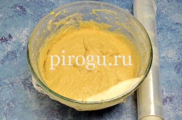 Кулич с шоколадной глазурью: быстрое тесто под пленкой