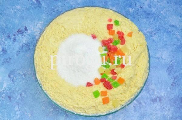 Кулич с шоколадной глазурью: быстрое тесто с цукатами