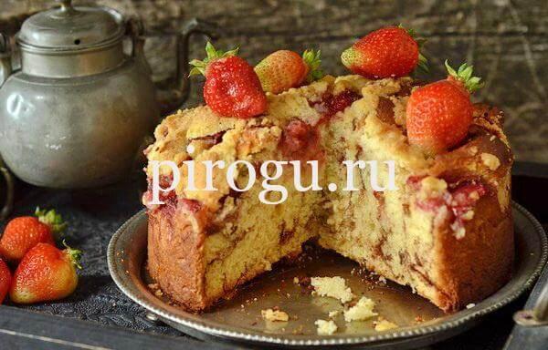 Пирог с клубникой свежей: простой рецепт из дрожжевого теста