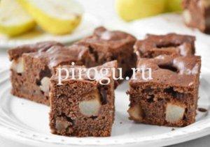 Пирог с какао и грушевым вареньем